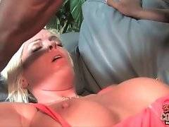 Amateur Jordan Blue likes to have anal sex